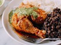 Perui Egészben Sült Csirke Zöld Szósszal