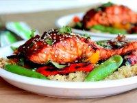 Édes Teriyaki Lazac, quinoával, szezámmagos szószban