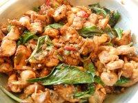 """Thai bazsalikomos csirke, """"Pad Krapao"""""""